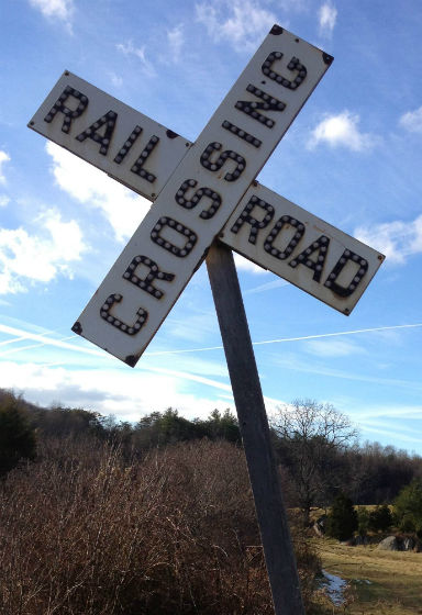 Crossing sign at JeZaCa farm, located off Falling Branch Rd. NW. No doubt a relic of the old Ro' & Willie right-of-way between Floyd and Willis. Photo by Gwen Goepel, 2014.