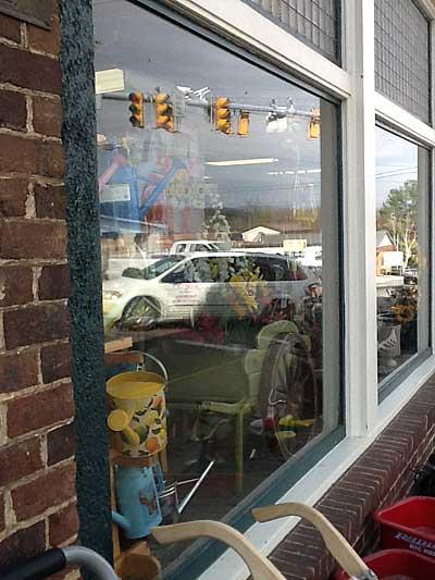 stoplight-reflected-in-window400